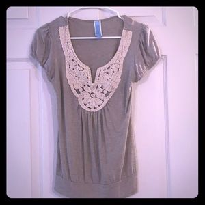 Gray top with cream design